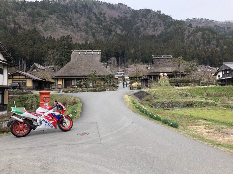 京都美山のかやぶきの里の風景