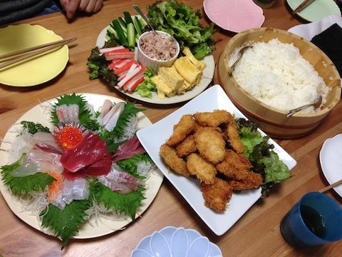 ひな祭りに巻き寿司を食べる!
