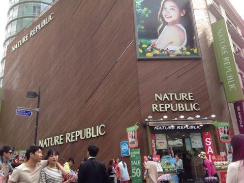 韓国の明洞でお買い物